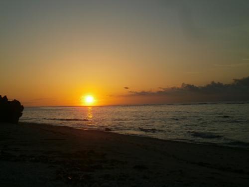 ムロたんのバースディ旅行\(^o^)/ in 沖縄 その3 神さまもお祝い\(^o^)/!久高島出身のオリンピック選手の祝賀会に参加 & 聖なる島で朝焼けを見よう
