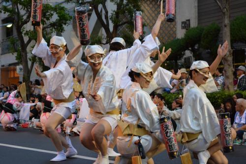 夏の終わりの風物詩 高円寺阿波踊り2016  今年は連日雨の開催となりました。
