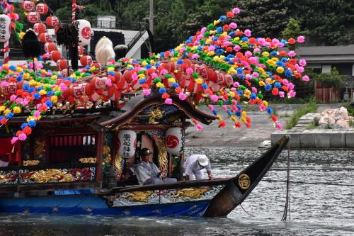 神輿が海を渡る真鶴貴船まつり(神奈川)