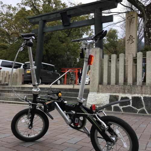 """ここ数年、年末年始は海外へ出かけていたので6年ぶりの日本での年越しとなったこの正月…<br />年が明けて三が日、びた一歩も家から出ず出不精もデブ症も全開だったのだが、これではいけないと思い立ち、4日目にして初の外出は名古屋市名東区の自宅から瀬戸市の深川神社への初詣!<br />当初はロードバイクで出かけようと思っていたのだけど、14' シングルギアのDAHONでも行けるかなと魔が差して…<br />「DEAR DEAR」でカレーランチを食べた後、深川神社までひた走り、辿り着いてみると今度は「道の駅 瀬戸しなの」って行ったことないよなと欲が出て…<br />結果、その途中の激坂(当人比)を何とか乗り切り、家に帰り着いてみればDAHON自己最長記録の更新となりました…<br /><br /><br />Bicycle: DAHON DOVE UNO 14""""<br />走行距離 32.07km 走行時間 1:45'00"""" 平均速度 16.8km/h 獲得標高 230m"""