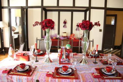 吾妻山で早咲きの菜の花と富士山を楽しんだ後、横浜山手西洋館に寄ってお正月の飾りつけを見て回りました。<br /><br />1年を通じて、いろいろな飾りつけやイベントが開催される山手西洋館、今年も楽しみにしています。