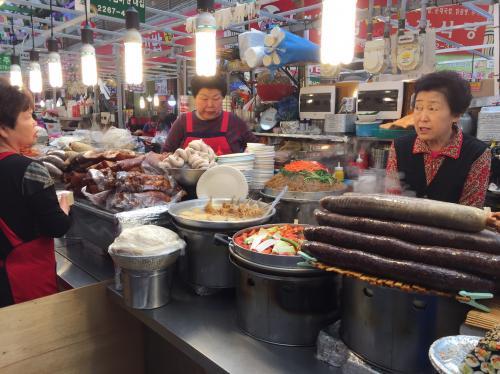 2016年4月<br />友達と一緒にソウルに3泊<br />せっかく海外に出たのに3日で帰るのがなんだかもったいなくて<br />帰りに一人で台北にいってきました<br /><br />ソウルは観光ではないので食べたもの記録だけ・・?<br />台湾は初めて来たけどまた来たいと思った!ただ一人じゃ食べたいもの全部制覇できないので次回は誰かと来ようかな