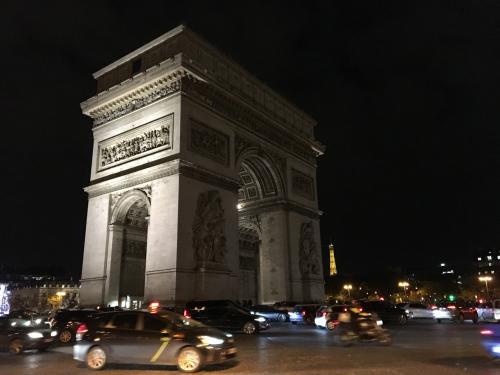 シャンゼリゼのクリスマスイルミネーションを見に!3泊5日の初冬のパリ旅行です。先にパリ入りしていた友達と現地集合・現地解散しましたが、そんな旅もなかなか面白いものですね。
