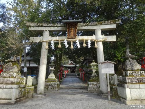 少し久し振りの京都、2日目は午後から用事があるため、朝早くから行動開始。<br />今年の干支「酉」に因み、鳥に関係のある寺社を訪ねました。<br /><br />この日のコースは、<br />熊野神社→三宅八幡宮→鷺森神社→曼殊院門跡→下鴨神社。<br /><br />午後の用事を済ませた後は、大阪・天満へ移動し、友達Sさんと乾杯!<br />若者で賑わう天満で、一緒に楽しませてもらいました。<br />