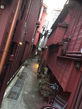 和:Japanを体現した金沢体験の2回目(全3回)<br />午後に向かったのは、金沢21世紀博物館と東茶屋街。そしてその近くにある高級寿司店に行き、金沢の伝統工芸とデザインを見て、そして味わってきました。