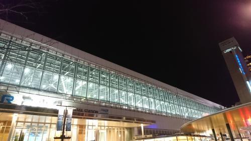 信州と同様、かがやき513号金沢行きに乗車、富山駅には定刻どおり20時37分に到着しました。