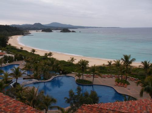 沖縄2泊目は、ザ・ブセナテラス。古いホテルですが、今回の3つのホテルの中での私の総合評価は、ベスト(^^♪<br /><br />滞在時間が一番長くゆっくりできたのも、その要因の一つかもしれません。<br /><br />2泊目と3泊目は、ホテルライフを楽しむために早めのホテル到着でした。