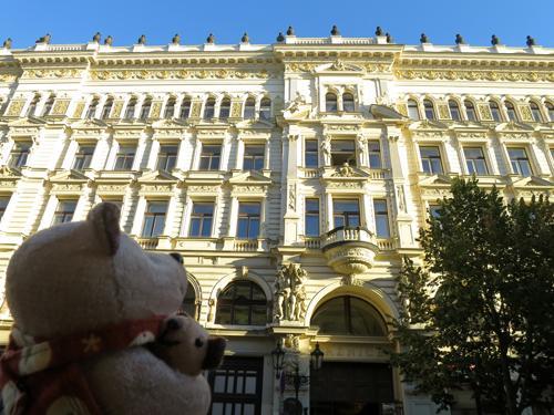 2016年9月30日-10月6日まで3度目の訪問となるプラハを一人旅してきました。以下、旅行の日程で、ここでは10月4日から帰国までの様子をまとめました。<br /><br />9月30日 ウィーンから列車でチェコのプラハへ<br />10月1日 プラハ散策(レトナー公園、ミュシャ「スラヴ叙事詩展」、ラピダリウムなどを見学)<br />10月2日 プラハ散策(Hanavsky Pavilon、王宮庭園などを観光後、夜はヒベルニア劇場でバレエ鑑賞)<br />10月3日 プラハ散策(黒い聖母の家、ヴァーツラフ広場、ダンシングビル、射撃島などを観光)<br />10月4日 プラハ散策(インドジシュスカー塔、植物園、イラーセク橋、ペトシーン公園などを観光)<br />10月5日 プラハからエアフラ便で成田へ帰国