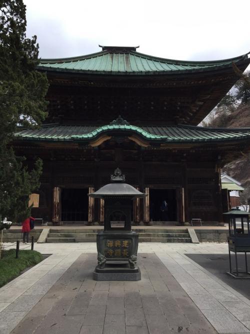 小さな頃は遠足や家族で、学生の頃は友達などと、色々な人との思い出がある鎌倉。この10年は自宅から遠くなってしまったこともあり、あまり行くこともなくなりました。<br />前回は2年半前に子連れで鶴ヶ丘八幡宮~大仏~江ノ島のコースでした。<br />今回はひとりだったので、あまり行く機会のなかった北鎌倉~鎌倉の禅宗五山巡りをしてみることにしました。