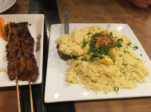 泊まっていたホテルに近かったのでアラヤモールで夕食‼️<br />フィリピンスタイルのBBQとホタテがポークが柔らかくて美味しかった^ ^