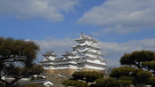 2015.3.26平成の大修理を終え、真っ白に蘇った姫路城!<br /><br />出来たてホヤホヤの2015.5月につづき、2年ぶり2度目の訪問です。<br /><br />なんど見ても素晴らしいわ。