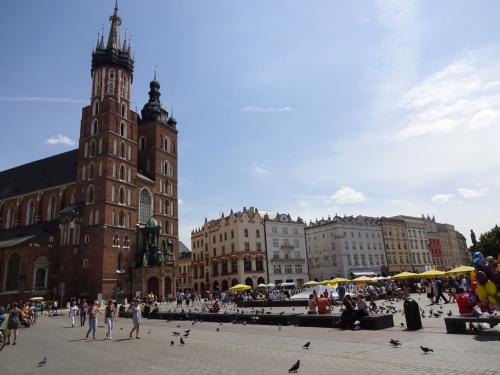 現在ドイツに留学中<br />古城街道に含まれる都市に在住しています。<br /><br />長期休暇申請をして東欧を旅行しました。<br />移動手段はバス、飛行機、電車と盛りだくさん!<br />そして今回も弾丸旅行です(笑)<br />○チェコ/プラハ(7/22~7/23)<br />◎ポーランド/クラクフ(7/23~7/25)<br />○ポーランド/ワルシャワ(7/25~7/26)<br />○番外編ポーランド/ワルシャワ プラガ地区(7/26)<br /><br />…翌日7/27から日本へ一時帰国しました(笑)