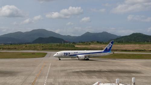 ANAのスーパーフライヤーズカードを取得するために日帰り石垣島へ行って来ました。<br />地元の駅を始発電車に乗り羽田空港へ向かいました。<br />プレミアムクラスへの当日アップグレードに挑戦!<br /><br />羽田空港 7:25発 ANA89便<br />石垣空港15:25発 ANA92便<br /><br />滞在時間4時間で石垣島の市街地まで行ってきました。<br />