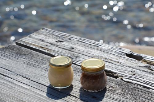 ちょうど今日は丸5年の結婚記念日。<br />福岡は春の陽射しがキラキラした良い天気だったので、美味しいものを食べに糸島周辺をドライブして来ました!<br /><br />福岡転勤中のくーも夫婦ですが、福岡は食べ物がウマか~~<br />昼は加布里港の「食事処 マルタ活魚」と、またいちの塩や花塩プリンで有名な「工房とったん」を訪問。そして夜は西新で「極味や」のもつ鍋等々・・・ほぼ1日中食べまくってしまいました。<br /><br />旅と食が趣味の似たもの夫婦。<br />福岡グルメを楽しんだお腹いっぱいの記念日になりました。