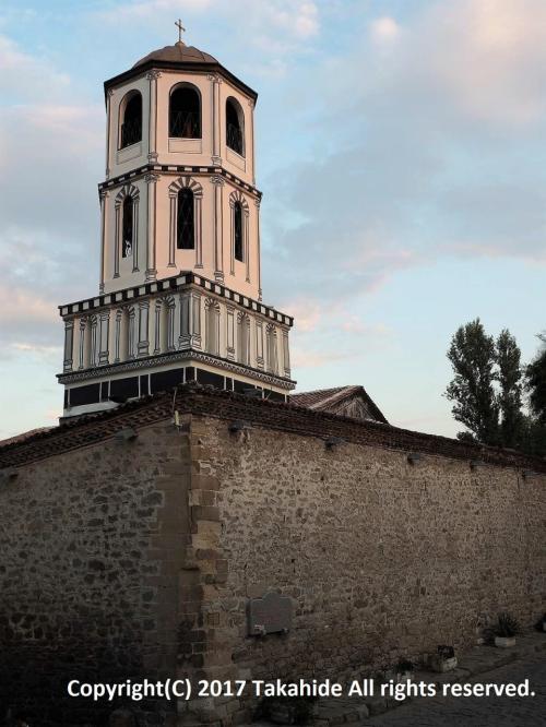 ルセ(Русе)を朝早く出発し、途中カザンラク(Казанлък)を観光してからプロヴディフ(Пловдив)に到着しました。欧州の夏の日は長いので、暗くなるまで市内を観光しました。<br />表紙はプロヴディフ(Пловдив)で最も古い337年建立の聖コンスタンティン・エレナ教会(Св. Св. Константин и Елена)です。<br /><br />ルセ:https://ja.wikipedia.org/wiki/%E3%83%AB%E3%82%BB<br />カザンラク:https://ja.wikipedia.org/wiki/%E3%82%AB%E3%82%B6%E3%83%B3%E3%83%A9%E3%82%AF<br />プロヴディフ:https://ja.wikipedia.org/wiki/%E3%83%97%E3%83%AD%E3%83%B4%E3%83%87%E3%82%A3%E3%83%95<br />聖コンスタンティン・エレナ教会:https://en.wikipedia.org/wiki/Church_of_St_Constantine_and_Helena