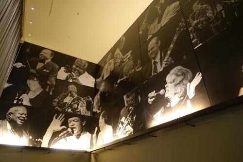 """2年前の同じ時期<br />伝説のJAZZシンガー「ヘレン・メリル」女史のジャズライブに行きました<br /><br />昨年は来日されなかったのですが、<br />今回、引退されることになり、<br />「さよならコンサート」が開催されることがわかったので<br />2年ぶりに再訪しました<br /><br />ヘレン・メリル氏:<br />約70年間にわたってジャズ・ヴォーカル界のトップを歩んできた<br />""""ニューヨークのため息""""<br />代表作「ユード・ビー・ソー・ナイス・トゥ・カム・ホーム・トゥ」<br /><br />そして、私は「忠臣蔵」の大ファンです!<br />この度、念願の「泉岳寺」をお参りすることができました"""