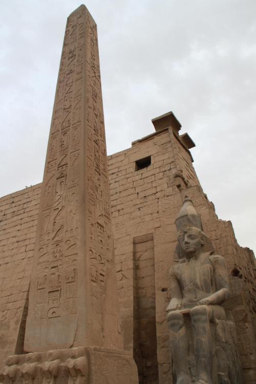 桜の満開がニュースになる中,中東のカタール(ドーハ)を経て,エジプトのルクソールへ。<br /><br />ルクソール空港から直行で,ナイル川の東岸にある「カルナック神殿」を訪れました。<br /><br />その後,「ルクソール神殿」へ。<br />