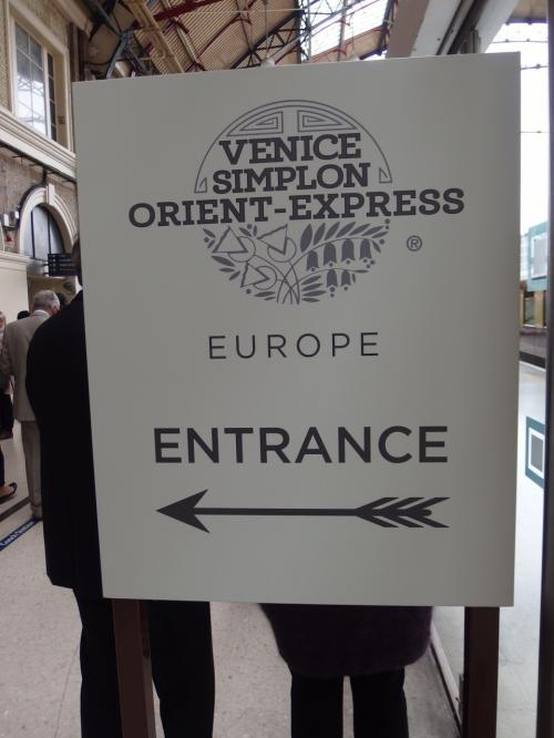 現地5泊の欧州旅行。ベルギーのブリュッセルに3泊の後、ロンドンに移動、1泊して5月4日。ずいぶん以前から一度は乗りたかったオリエント・エクスプレスでロンドンからパリへのショート・トリップです。<br /><br />服装など、正直どうしたらいいのかわからなかった部分もありましたが、事前の緊張も、乗車後はすぐにとけ、優秀なスタッフの皆さんのおかげもあって、本当に楽しい旅になりました。