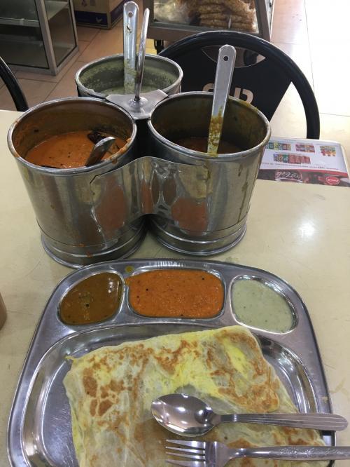 朝食を食べにインド人街へ!インド人は朝からたくさん食べます。本場のチャイとロティは美味しかったよ!勝手がわからないのでインド人を観察!好きなものを皿やテイクアウトの袋に入れてレジへ行くだけでした。これだけ食べて120円ですよ笑