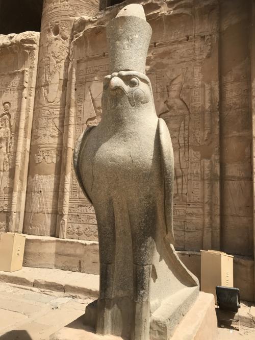 G.Wを利用しエジプトに一人旅<br />アスワン→★ルクソール→カイロ<br /><br />アスワンで知り合ったガイドのエジプト人にルクソールまで車で北上します
