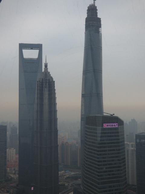 朝は早く目が覚め、シャワーして<br /><br />7時前に散策に出た(笑)<br /><br />疲れが残っていて足取りも重い<br /><br />でも、今日の昼12時20分の飛行機で香港へ飛ぶので<br /><br />すべての予定をこなしたいところ。<br /><br />ホテルを9時50分にチェックアウトしたいので<br /><br />3時間ほど散策する予定。<br />