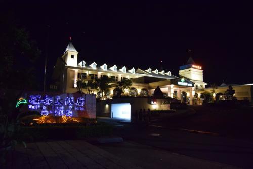 台北から近いビーチを調べたところ<br />今回は基隆の少し先にある福隆に滞在する事にしました。<br /><br />こちらの福隆海水浴場へは台北からも日帰りで行ける為<br />宿泊された旅行記はあまり見なかったので<br />福隆で三泊したホテル、福容大飯店 福隆の様子を<br />少し詳しくまとめた旅行記です。<br />
