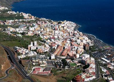 カナリア諸島 船の旅  ?  サンタ・クルス・デ・パルマの観光 (スペイン領)