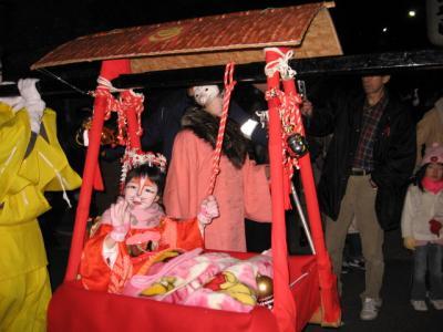 大晦日から元旦・装束稲荷~王子稲荷神社『狐の行列』夜の部