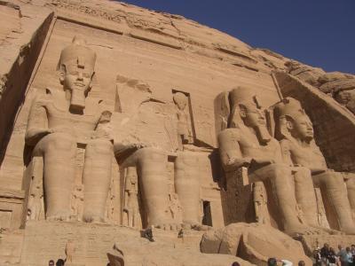 アスワン-エジプト : 狭すぎて逆...