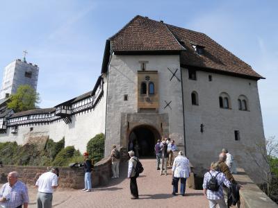 ドイツの中央に位置するヴァルトブルク城を望むアイゼナハ