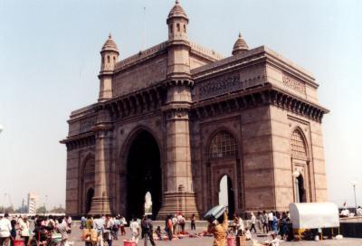 世界で一番土地が高い街 BOMBAY (ボンベイ)に建つ凱旋門に似た「インド門」