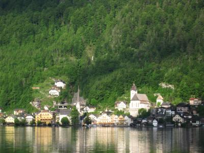 オーストリア (13) ハルシュタットの対岸からオーバートラウンへ
