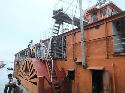 外輪船ロケットスティーマーでの船旅
