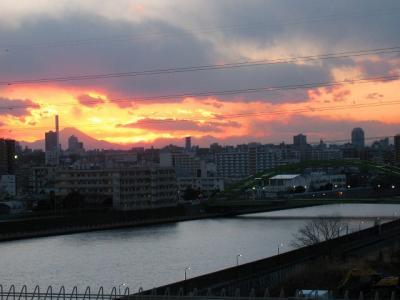 荒川サイクリングロードと夕焼けの富士山