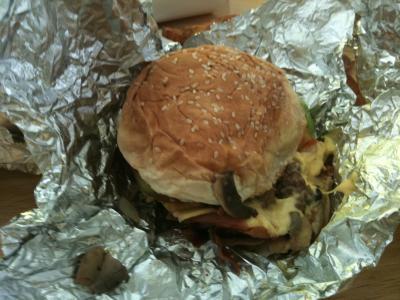 FIVE GUYS/東の横綱ハンバーガー