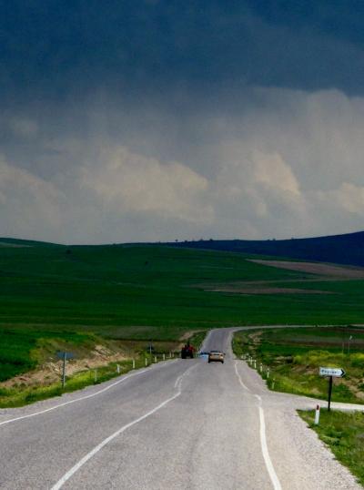 トルコ08 カッパドキアへ240Km 広大な景観のなか ☆チャイサービスの休憩
