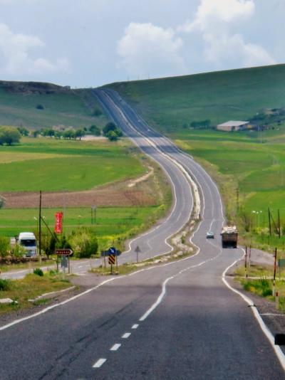 トルコ25 シルクロードの今、西に向かって ☆遥かに続く大草原を