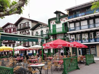 GW北スペインの旅(その17) ビダソア川の対岸はフランス。国境の町オンダリビアはバスク色
