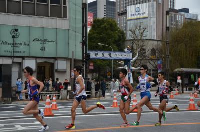 銀座を走り抜けたランナーたち 2012東京マラソン