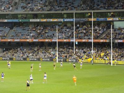 メルボルンでオーストラリアン・フットボールを観戦。