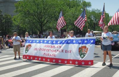 米東海岸わがまま歩き(5)  DCの独立記念日パレードは 「よさこい祭り」 に似ていた