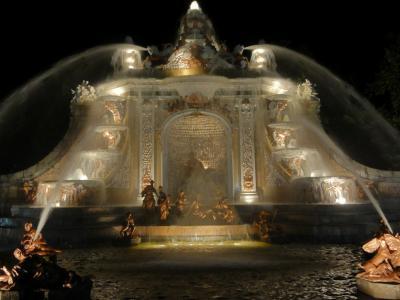 スペイン夏の旅(2) ラ・グランハ サン・イルデフォンソ宮殿 豪快に吹き上がる夜の噴水ショー