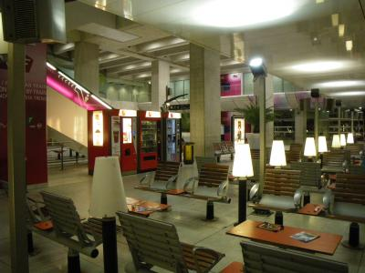 ALC04 朝の空港のRER駅周辺
