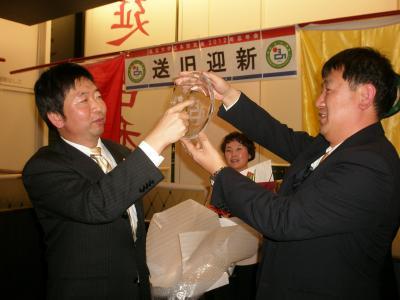 異国で助け合う 延辺大学日本校友会 御徒町・延吉香で大忘年会