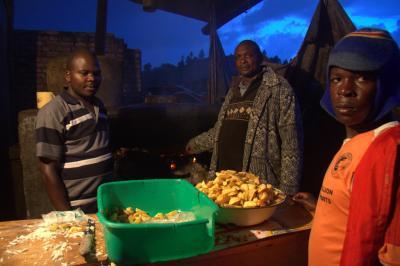 ウガンダ共和国 【フォートポータル~ムバララ~カバレ~カトゥナ(国境)】