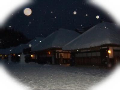 茅葺き屋根と雪景色を求めて・・・ ① ~しんしんと降る雪の中、夕暮れの大内宿 1日目~
