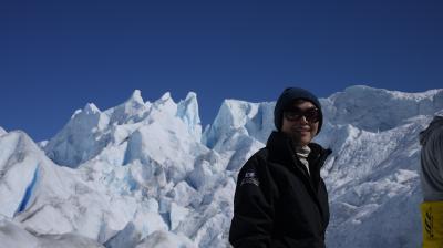 ファーストクラスで世界一周の途中、アルゼンチンでパタゴニア、ペリトモレノ氷河のトレッキングとオンザロックを楽しみました。