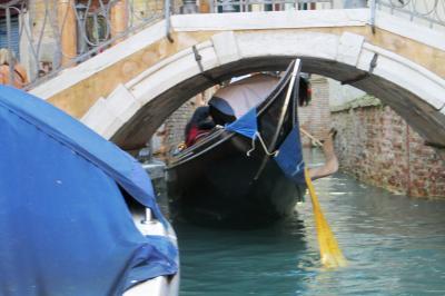 2013秋、イタリア旅行記2(42) ヴェネチア、ゴンドラに乗って運河遊覧