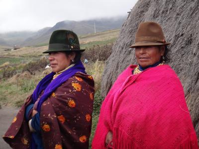 赤道直下の国 エクアドル:  キロトア湖、 インディヘナのお宅訪問 (クイクイ必見!)