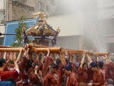 水かけまくり!深川八幡祭り